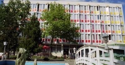 In Hotel ***